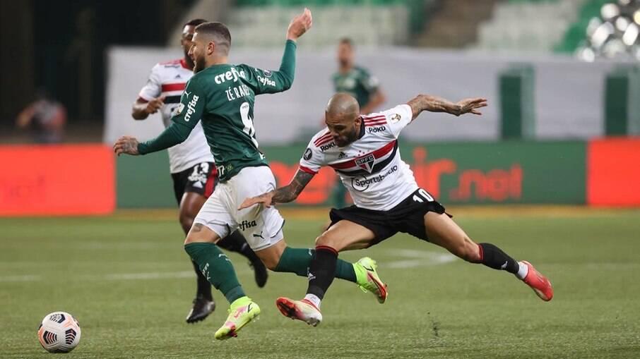 Daniel Alves não conseguiu impedir o contra-ataque do Palmeiras no lance do primeiro gol