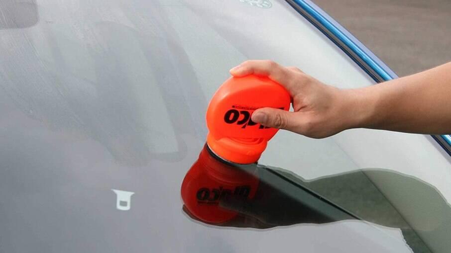 Repelente Glaco Roll On Cleaner dispensa o uso do limpador de para-brisas acima de 45 km/h