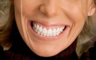 Sua gengiva sangra quando escova os dentes ou passa o fio dental?