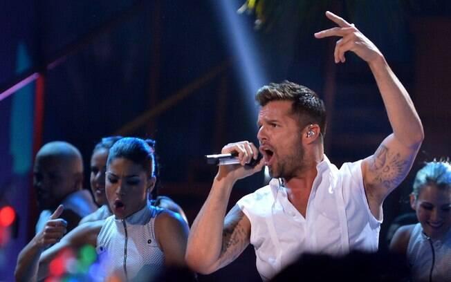 UEPA! : Ricky Martin esbanja sensualidade e tem um requebrado poderoso