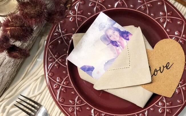 mesa posta com foto