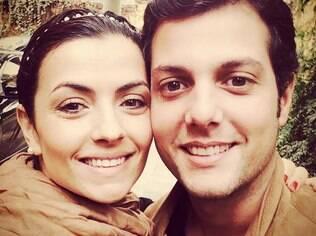 Elisa e Rodolfo se conheceram na yoga e seguem na modalidade. E para eles, até a prática individual melhora a vida a dois