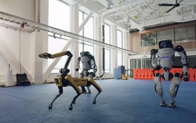 Robôs fazem coreografia complexa