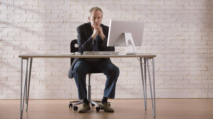 Pausas a cada meia hora beneficiam quem passar o dia sentado, indica pesquisa