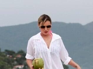 Andressa Urach fez sua primeira aparição pública em uma praia de Florianópolis, Santa Catarina