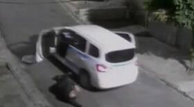 Taxista baleado três vezes pula do carro para fugir de assalto
