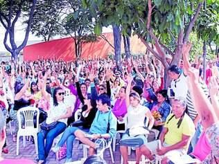 Definição.   Em assembleia geral nesta quarta-feira (18), na praça do Iria Diniz, a maioria dos trabalhadores votou pela suspensão da greve.
