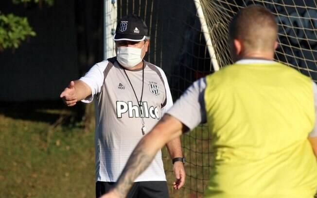 Ponte Preta treina em busca da primeira vitória na Série B