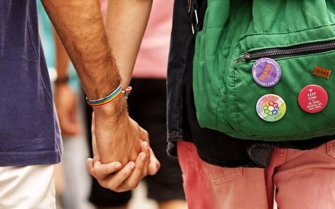 No Dia dos Namorados, terminal de ônibus faz atendimento especial á comunidade LGBTI