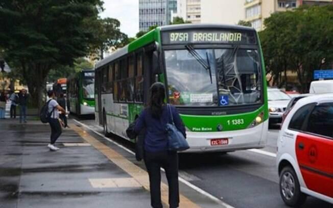 Tarifa de ônibus em São paulo vai continuar a R$ 4,30