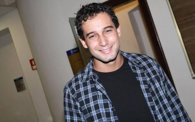 Rafael Almeida estreia em musical e com personagem que acaba morto