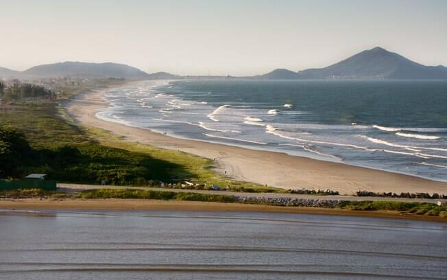 Itajaí também promete bombar em 12 de outubro e uma das atrações é ver o encontro do rio com o mar no alto do morro