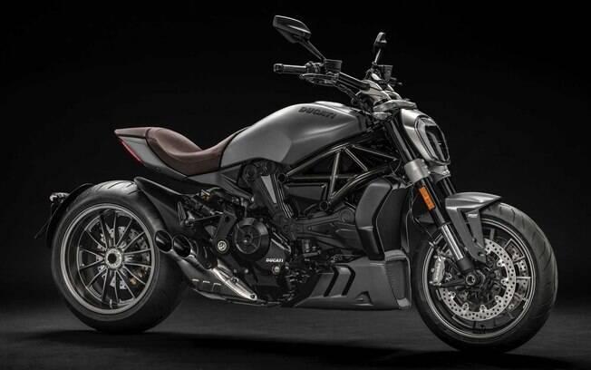 Ducati XDiavel Dark vem equipada com motor de 1262 cc de, que gera 156 cv e acelera de 0 a 100 km/h em cerca de 3 s