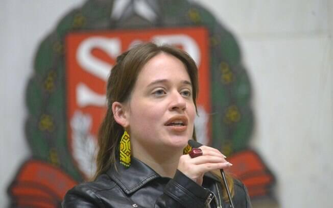 Deputada do PSOL, Isa Penna, denunciou ameaças de morte e estupro após recitar poema na Alesp