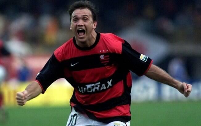 O lendário gol de falta de Petkovic garantiu o título carioca ao Flamengo em 2001. Vitória por 3 a 1 sobre o Vasco