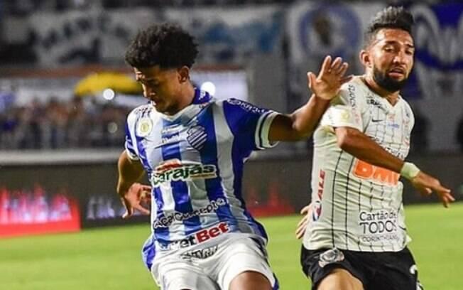 Corinthians perde para o CSA e termina rodada fora do G6 do Brasileirão