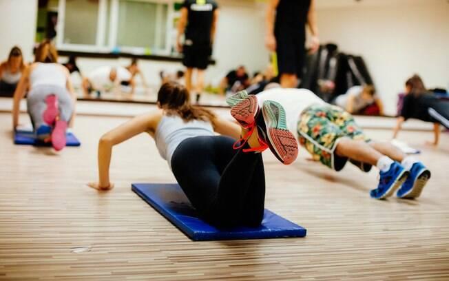 Como explica especialista, um dos benefícios do treino HIIT é que a pessoa continua a queimar calorias mesmo após aula