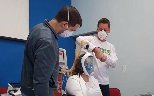 Máscara de mergulho adaptada auxilia a respiração de pacientes com Covid-19