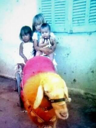 Dorival (bebê) com as irmãs mais velhas