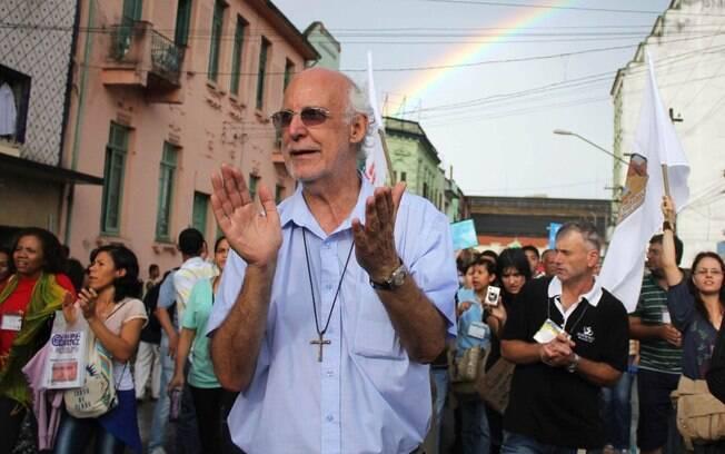"""Padre Julio Lancellotti:  """"Temos um fiel que vai à missa de unhas pintadas e maquiagem."""""""