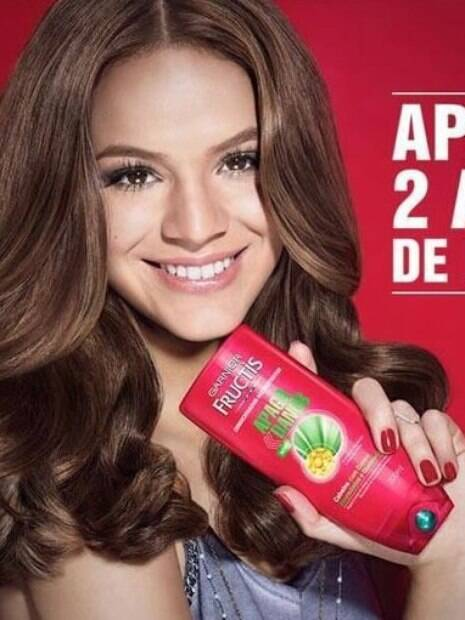 Bruna Marquezine aparece torta em publicidade