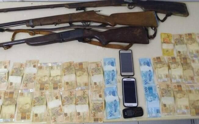 armas e dinheiro