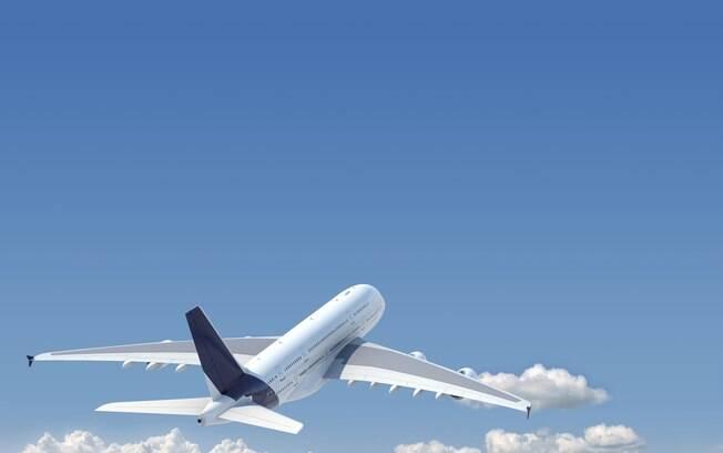 Cancelamentos de voos estão relacionados a falhas de empresas e condições climáticas