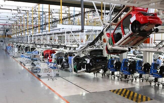 Empresa quer retomar produção no Brasil gradualmente em maio