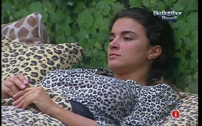 Laisa está preocupada com o Paredão e a família