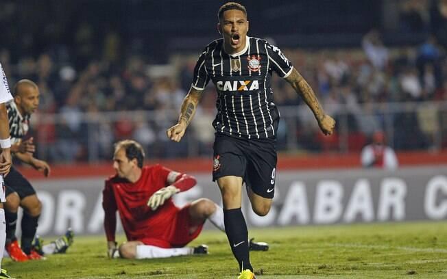 Guerrero comemora seu gol sobre o São Paulo  na final da Recopa