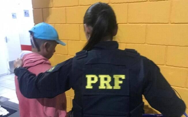 Durante viagem, menino foi flagrado pela Polícia Rodoviária Federal