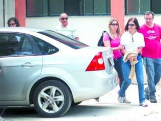 Formalização.  Pena de Simone (de blusa branca) está prescrita, mas defesa pede absolvição formal