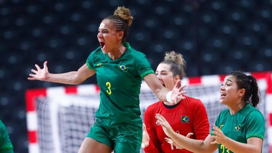 Handebol feminino do Brasil em ação nos Jogos de Tóquio 2020
