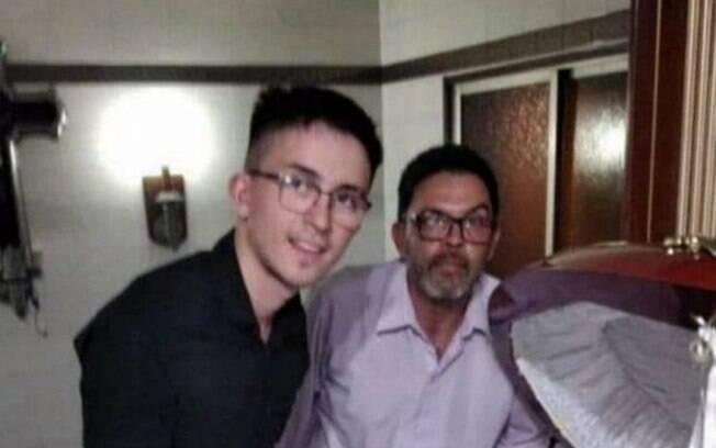 Funcionário demitido por tirar foto com corpo de Maradona diz que está sendo ameaçado