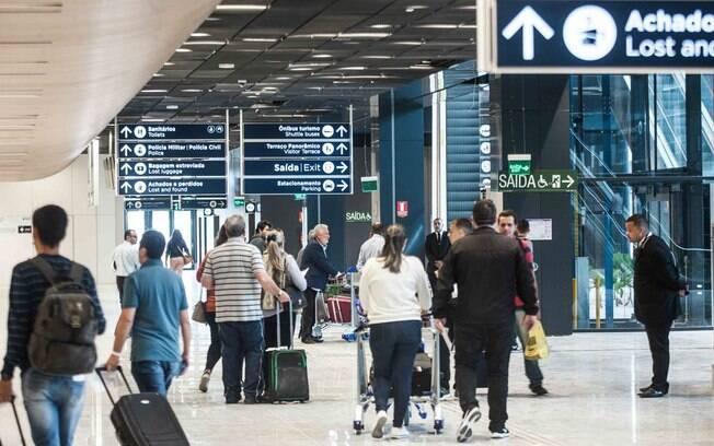 Mais de 30 países suspenderam os voos de e para o Reino Unido
