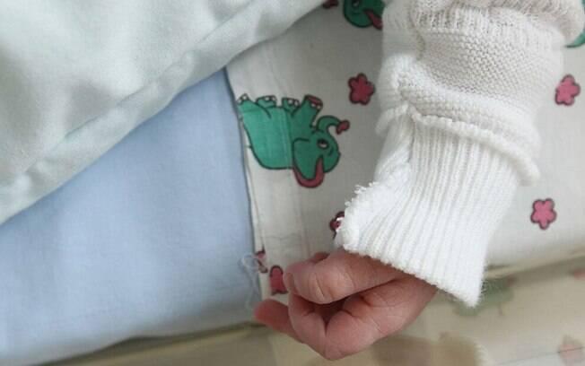 Menino foi levado logo após o parto por mulher que se diza enfermeira