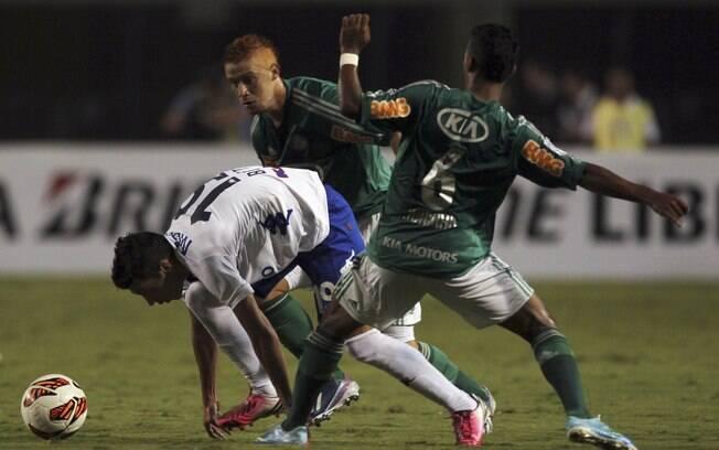 Juninho em lance da partida contra o Tigre