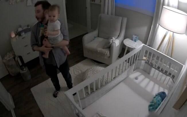 Bebê começa a falar e surpreende pais ao dizer sua primeira palavra: