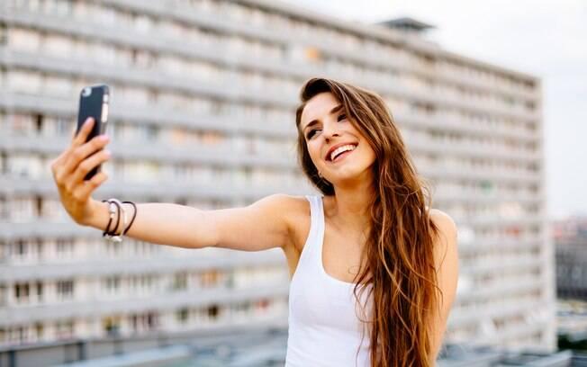 Em 2013, a palavra selfie, que é uma pessoa tirando foto de si mesma, se tornou a palavra do ano pelo Dicionário Oxford
