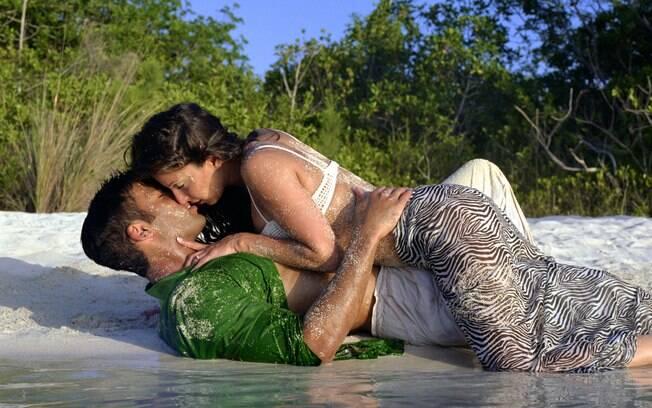 Uma das modalidades de sexo na água que mais exige cuidado é o sexo na praia