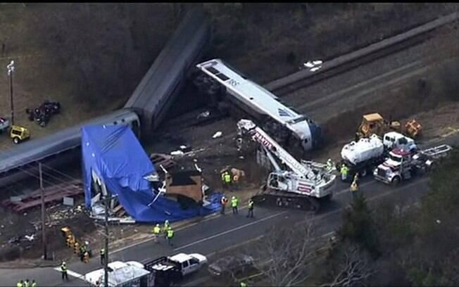 O motorista e 54 pessoas que estavam no trem tiveram ferimentos, mas nenhuma corre risco de morrer