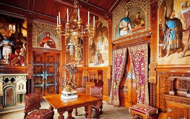 O interior do castelo da Disney da vida real nunca foi concluído, e 186 de seus 200 cômodos estão inacabados