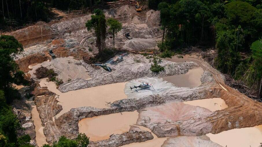 STF: Ministro suspende lei que libera garimpo com uso de mercúrio em Roraima