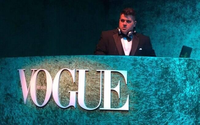 Coluna Bastidores destaca DJ Marcelo Botelho, o DJ das estrelas, cinema nacional, Youtube e muito mais