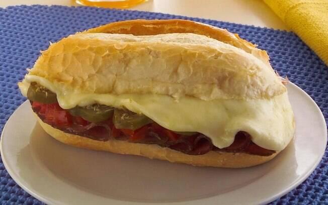 Clássicos da padaria na sua casa: confira 8 receitas de lanches tradicionais