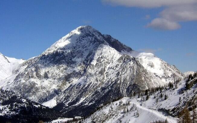 O guia de montanha está sendo acusado de ajudar a família da gestante de oito meses a entrar ilegalmente na França