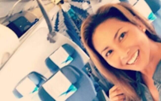 Latsamy McAdoo visitava sua família na Tailândia quando se viu sozinha em um voo entre Bangkok e a ilha de Koh Samui