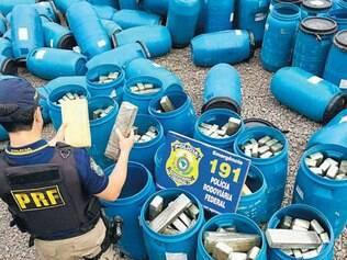 BR–381. Polícia Rodoviária Federal interceptou 500 kg de maconha em um caminhão, em novembro