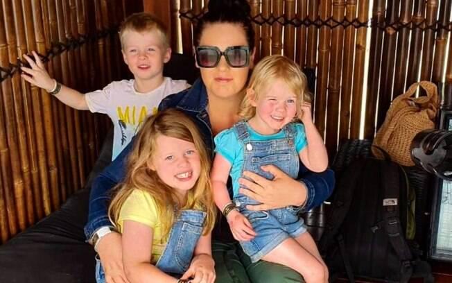 Jessica Hoods e três dos seus filhos