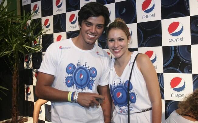 Rodrigo Simas e Juliana Rolin